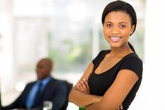 Attraktiv afrikansk affärskvinna Arkivfoto