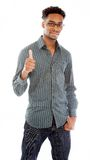 Attraktiv afro--amerikan man som poserar i studio arkivfoton