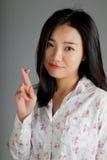 Attraktiv asiatisk flicka 20 år gammalt skott i studio Arkivfoto
