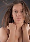attraktiv away klipsk flickahårstående Royaltyfri Bild