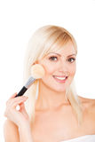 attraktiv bakgrund som gör framsidamode, gör modellen som poserar upp den vita kvinnan Royaltyfria Bilder
