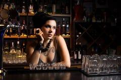 Attraktiv bartender Arkivfoton