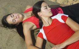 attraktiv basketkvinnligholding Fotografering för Bildbyråer