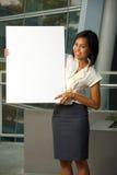 attraktiv blank kvinna för affärsteckenvertical Royaltyfria Bilder
