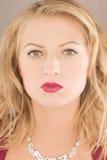 attraktiv blond flicka Arkivfoto