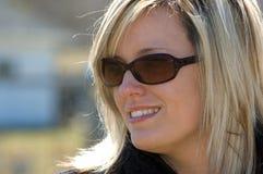 attraktiv blond kvinna Arkivbilder