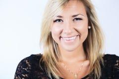 Attraktiv blond kvinna på studio Royaltyfria Foton