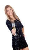 Attraktiv blond kvinna som bär svarta paljetter som rostar med chamen Arkivfoto