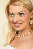 attraktiv blondinclose upp kvinnabarn Arkivbild