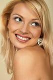 attraktiv blondinclose upp kvinnabarn Royaltyfri Foto