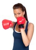 attraktiv boxningflickaövning arkivfoto
