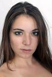 attraktiv brunettheadshot Arkivbilder
