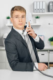 Attraktiv business man speaking at telephone in office Stock Photos