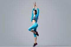 attraktiv dansareflicka Royaltyfri Foto