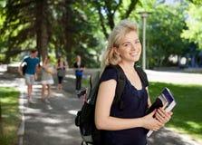 attraktiv deltagareuniversitetar Fotografering för Bildbyråer