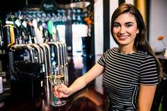 attraktiv dricka winekvinna Royaltyfri Foto