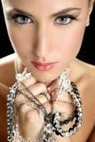 attraktiv elegant modesmyckenkvinna Fotografering för Bildbyråer