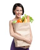 Attraktiv flicka med paketet av frukt royaltyfria bilder
