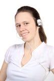 attraktiv flickahörlurar med mikrofon Royaltyfria Foton