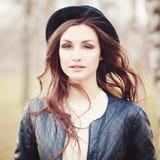 attraktiv flickapark Royaltyfria Bilder