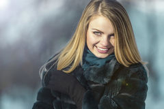 attraktiv flickastående Royaltyfria Bilder