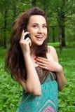 attraktiv flickatelefon Fotografering för Bildbyråer