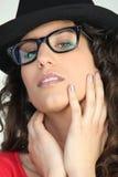attraktiv geeky exponeringsglaskvinna Royaltyfri Fotografi