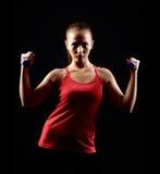Attraktiv härlig kvinna i idrottshall royaltyfria bilder