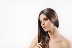 Attraktiv härlig kvinna med ren hud och stark sund bri Royaltyfri Bild