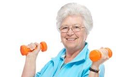 Attraktiv hög kvinna på hälsoklubban royaltyfri foto