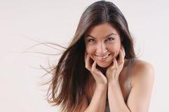 Attraktiv härlig kvinna med ren hud och stark sund bri Arkivbilder