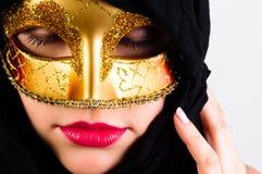 attraktiv karnevalflickamaskering Arkivfoto