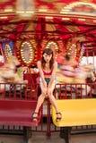 Attraktiv kinesisk flicka på karnevalet Arkivfoton