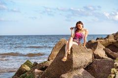 Attraktiv kinesisk flicka på stranden Royaltyfria Foton