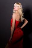 attraktiv klänningflickared Arkivfoto