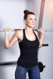 Attraktiv konditionkvinna, utbildad kvinnlig kropp Royaltyfria Bilder