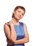 Attraktiv kvinna 50 år i blåttklänning Arkivbilder