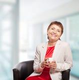 Attraktiv kvinna 50 gamla år royaltyfria foton