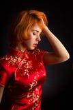 Attraktiv kvinna i huvudvärk arkivfoton