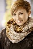 Attraktiv kvinna i läderomslag Royaltyfria Bilder