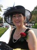 Attraktiv kvinna i svart klänning Royaltyfri Foto