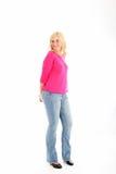 Attraktiv kvinna i tillfällig kläder Fotografering för Bildbyråer