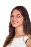 Attraktiv kvinna med blåa ögon som ser upp arkivfoto