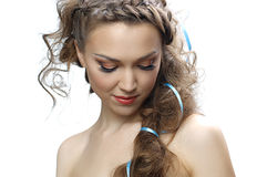 Attraktiv kvinna med lockigt hår Royaltyfri Foto