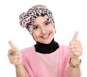 Attraktiv kvinna som ger upp tummar Arkivbilder