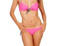 Attraktiv kvinnlig kropp med rosa swimwear Arkivbilder