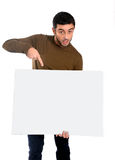 Attraktiv manvisning och peka den tomma affischtavlan Arkivbild