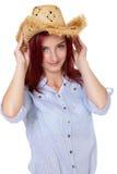 Attraktiv redheadflicka med sugrörhatten som isoleras Fotografering för Bildbyråer