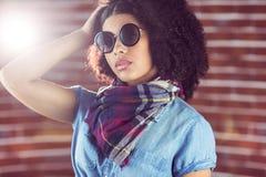 attraktiv solglasögon som slitage kvinnabarn Fotografering för Bildbyråer