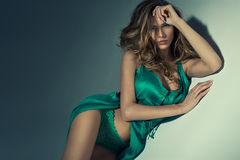 Attraktiv ung kvinna Royaltyfria Bilder